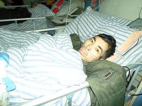 照片是最近亢宏便血、呕血致休克昏迷送医院急救时拍摄