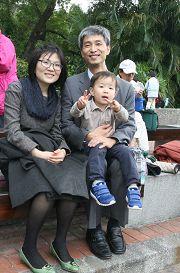 韩国大学教授蔡承遇举家漂洋过海来到台湾学习中文,一圆读原文《转法轮》的愿望。