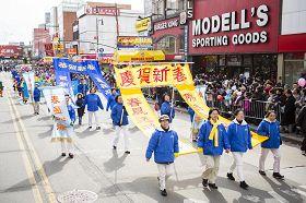 '法轮功学员参加纽约法拉盛华人新年游行'